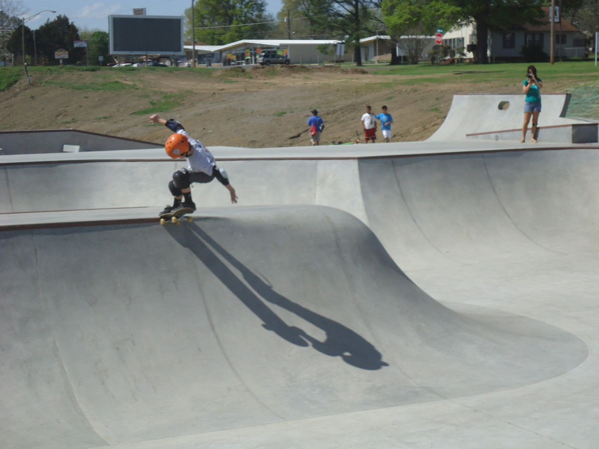 Oklahoma Skate Parks: Skater competing in the Oklahoma Jam at Poteau's Off Broadway Skatepark