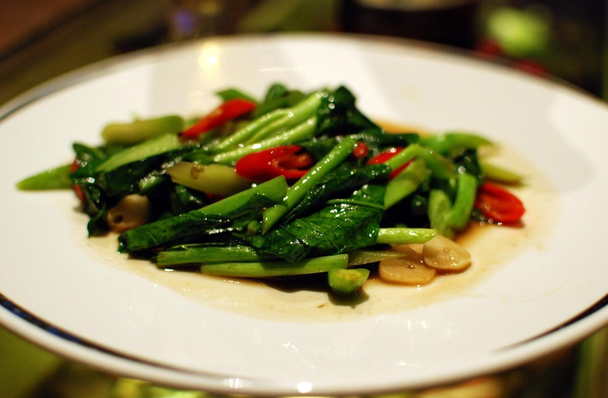 Stir-fried Baby Corn and Broccoli in Oyster Sauce