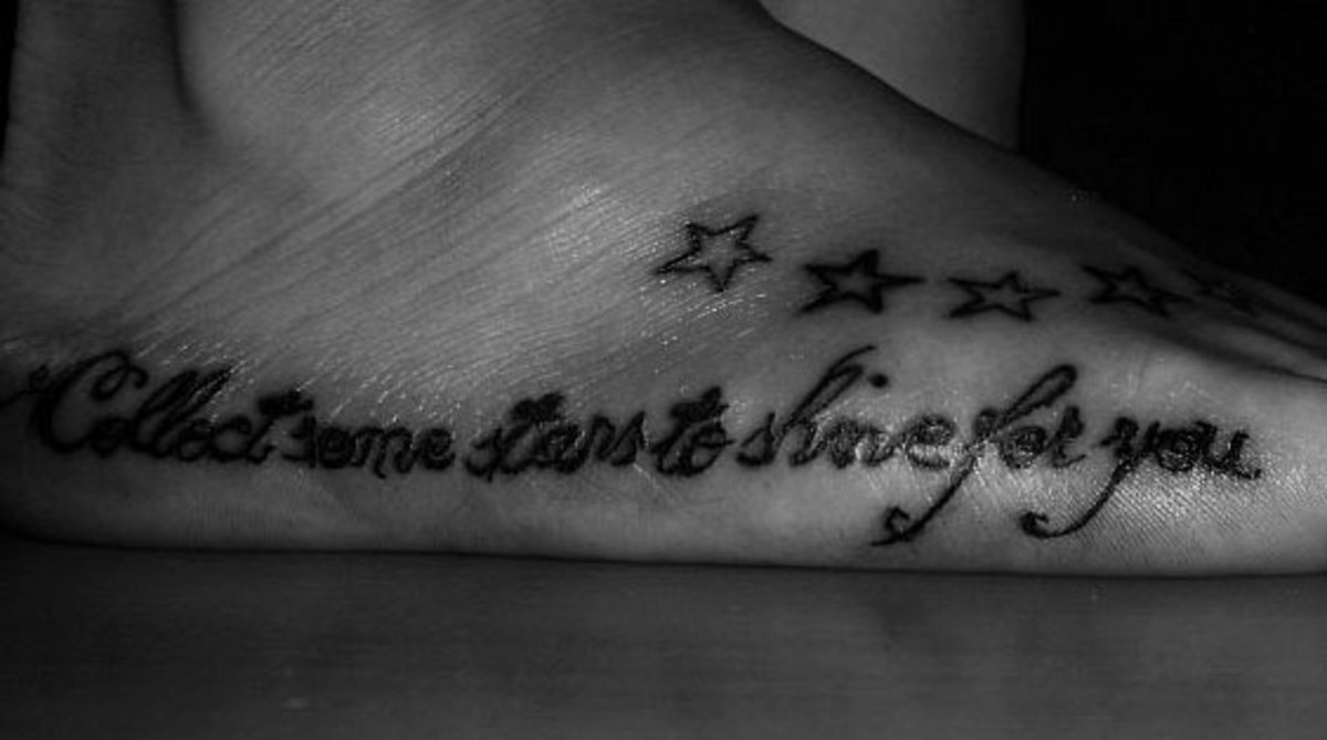Cursive lettering on a foot tattoo. (By Kabdebó Gábor, Csongrád, Hungary)