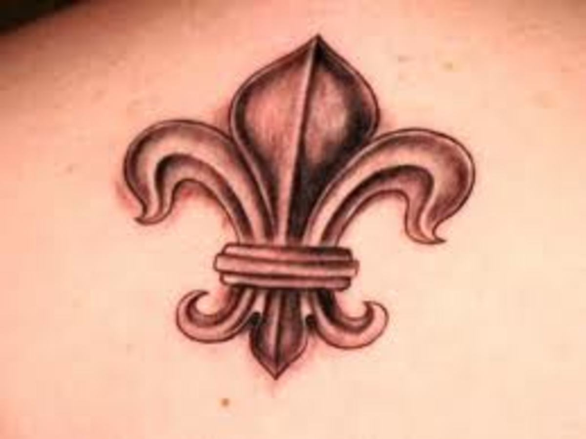 Copper-colored fleur-de-lis tattoo