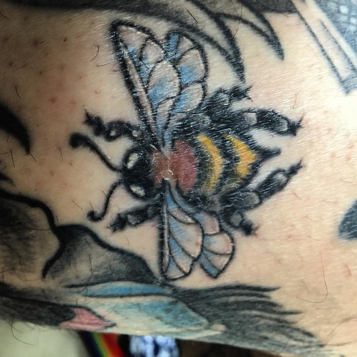 Another realistic bee.
