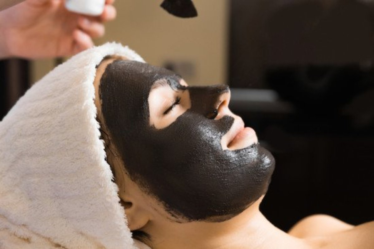 The DIY blackhead removal mask includes activated charcoal in the ingredients.