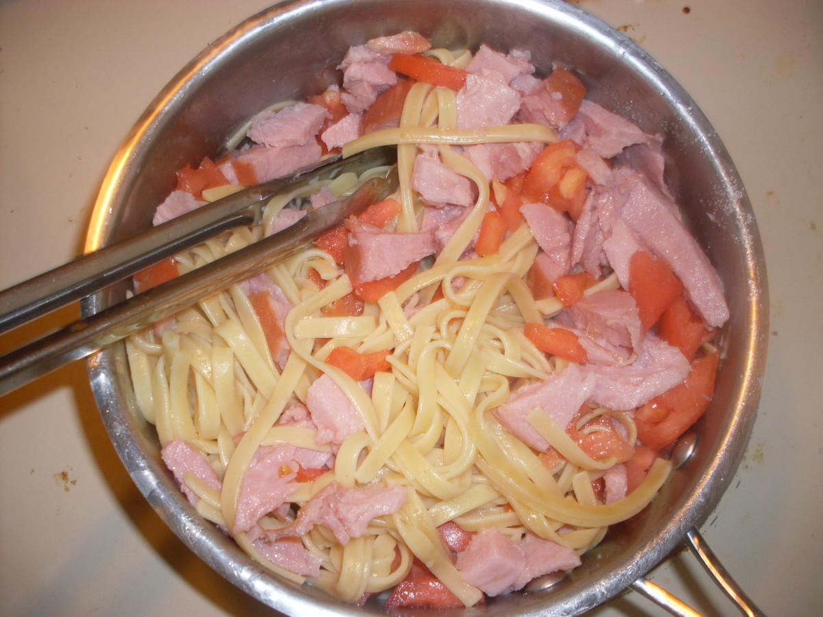 Recipe for Ham and Diced Tomato Fettuccine Alfredo