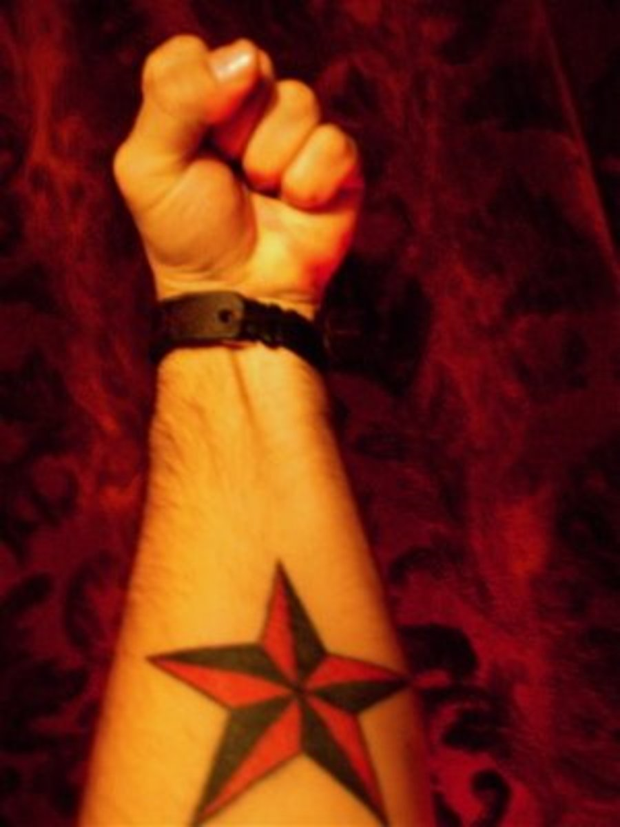 A red and black nautical star.
