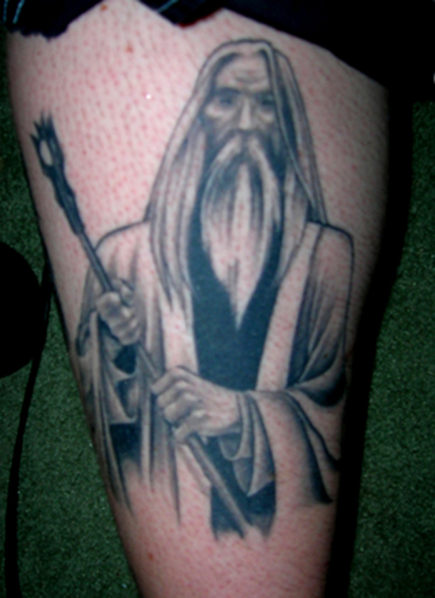 This all-black Saruman tattoo is very striking.