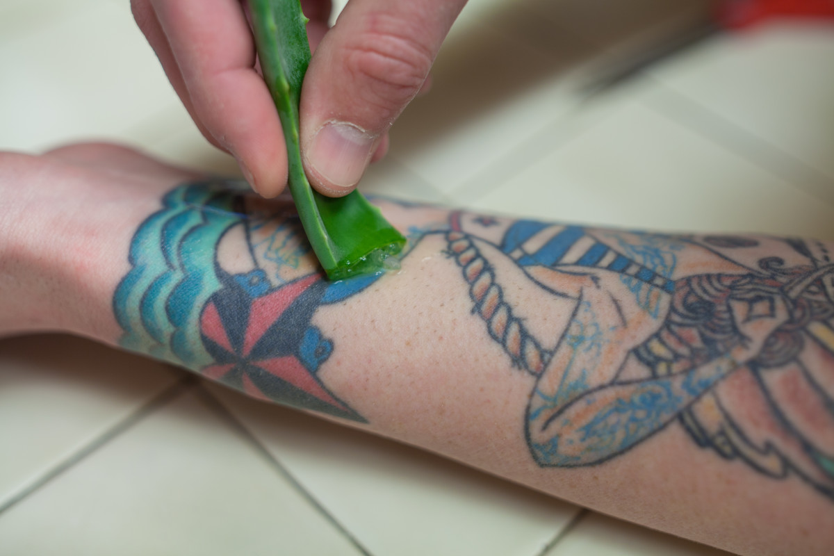 Step 3: Rub the aloe gently and directly onto your scar.