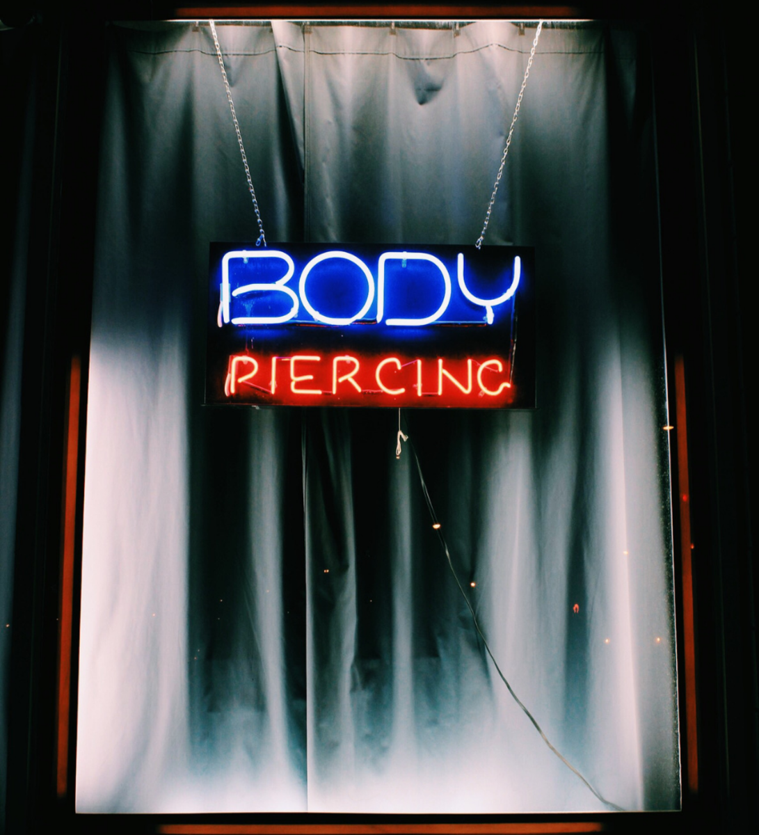 Piercing Needles vs Piercing Gun: Which Is Safer? | TatRing