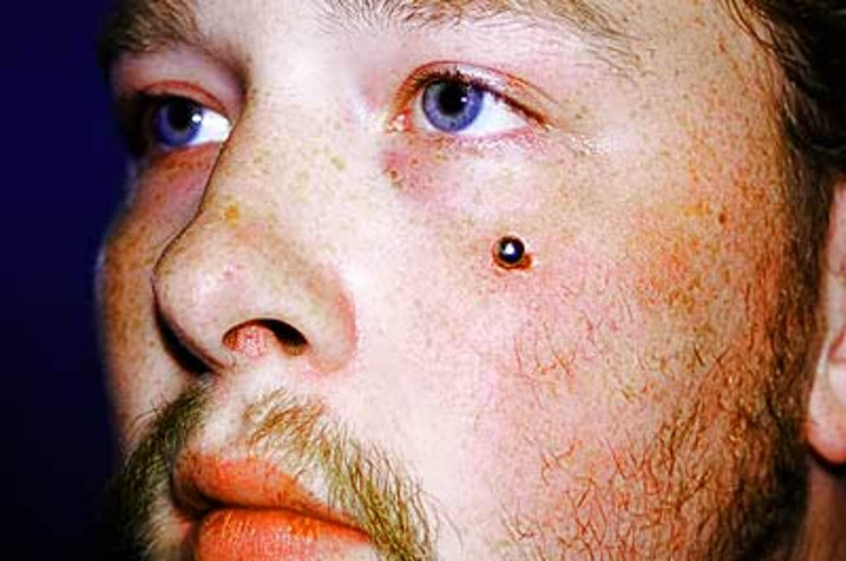 A nick piercing looks a bit like a dueling scar, which was popular in Austria at the turn of the 20th century.