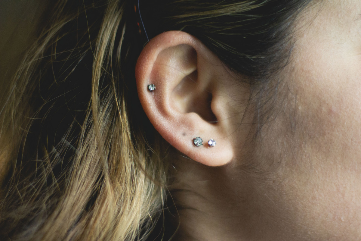 Any piercing—lobe or cartilage or anywhere—can turn gray from tarnish.