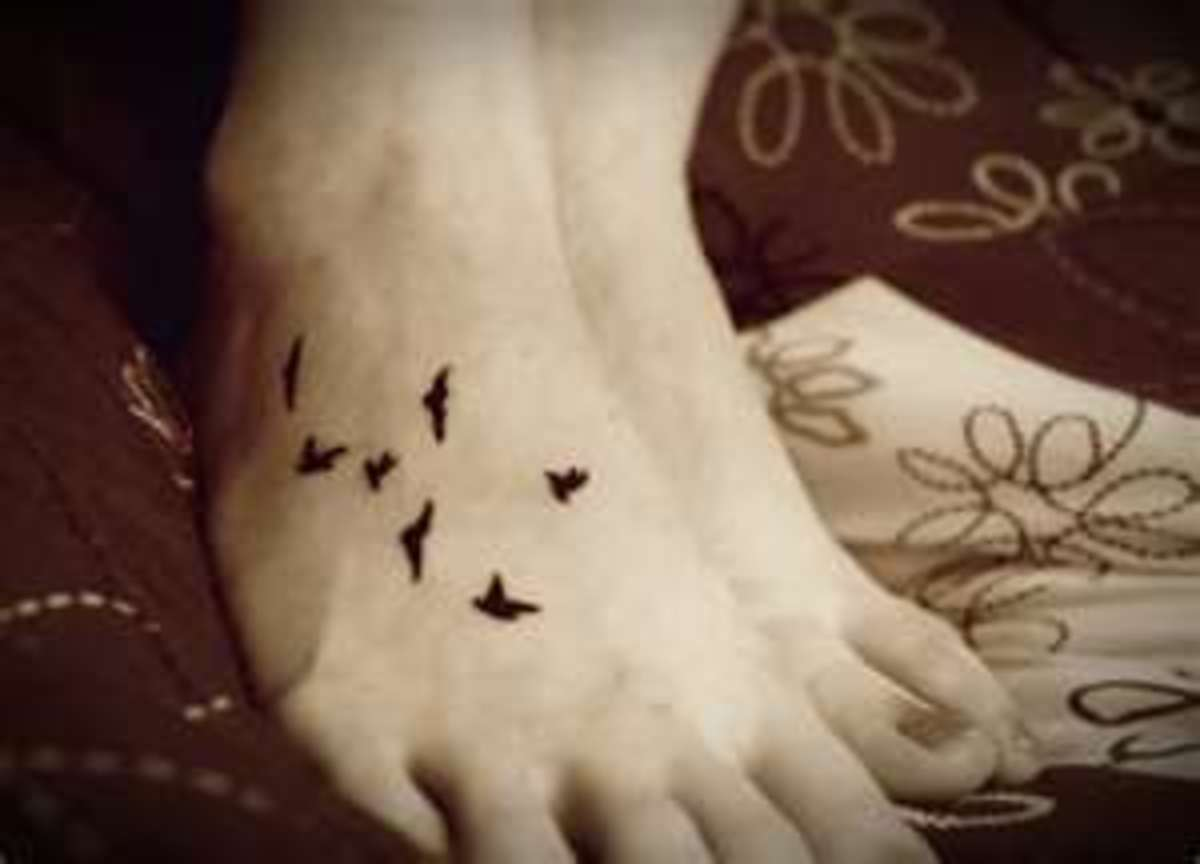 A simple grouping of birds on the foot.