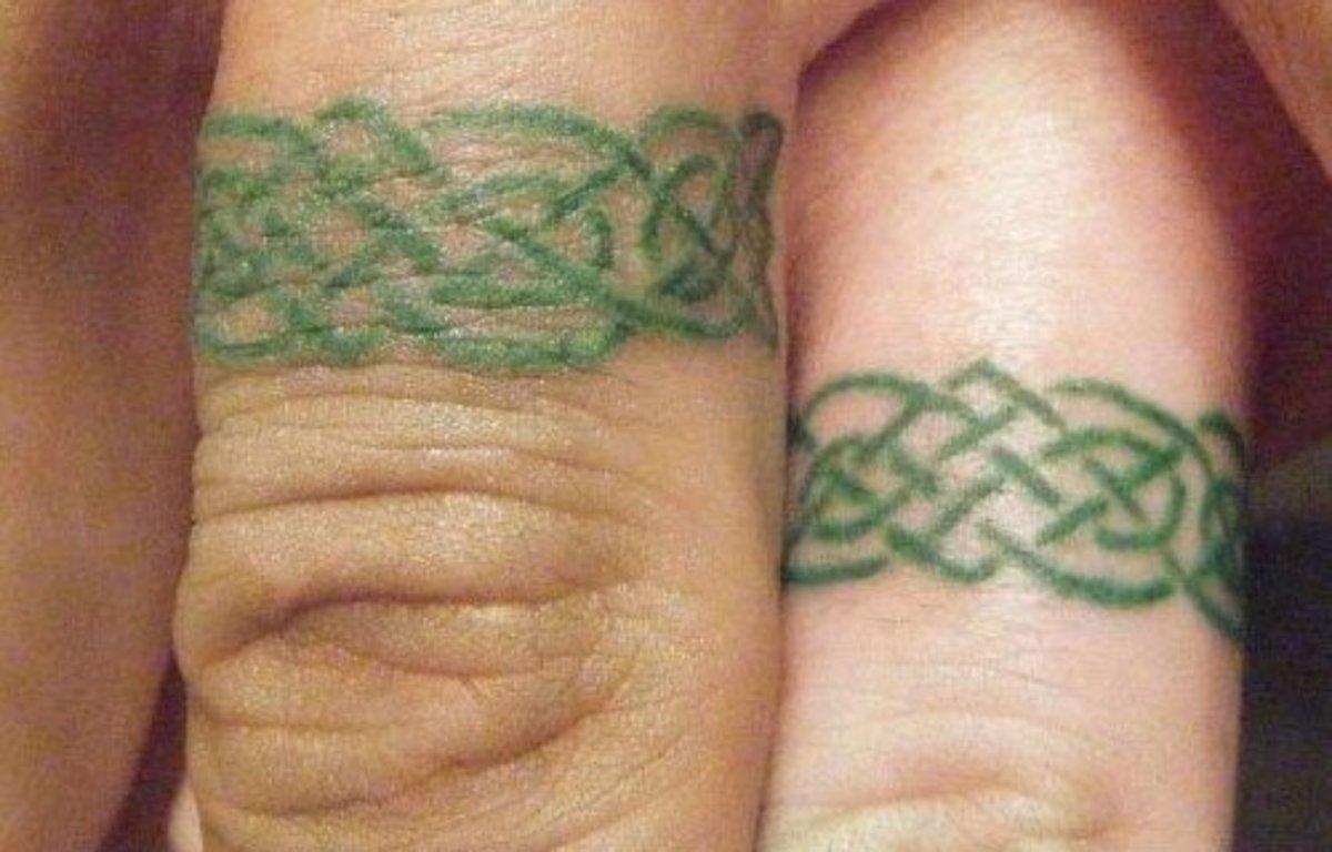 tatu-na-tele - 10 идей татуировок совместных обручальных колец -  - фото