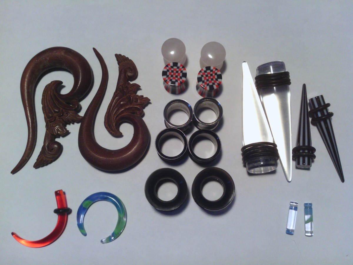 """Tapers and plugs, sized 8g (smallest) to 1/2"""" (largest)"""