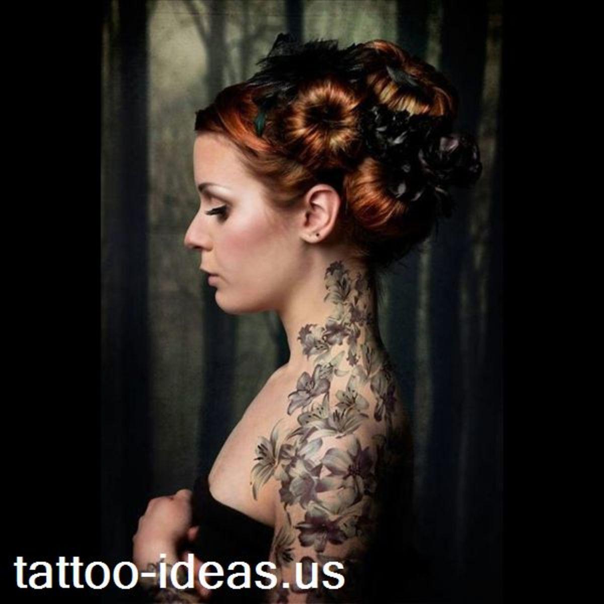 Beautiful shoulder tattoo of flowers