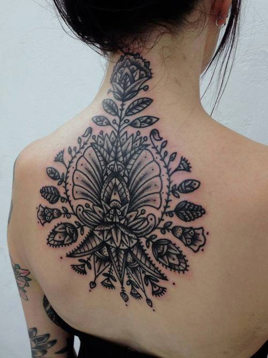 Stunning neck tattoo is not as complex as it appears. A tattoo like this would take around 3-4 hours to outline.
