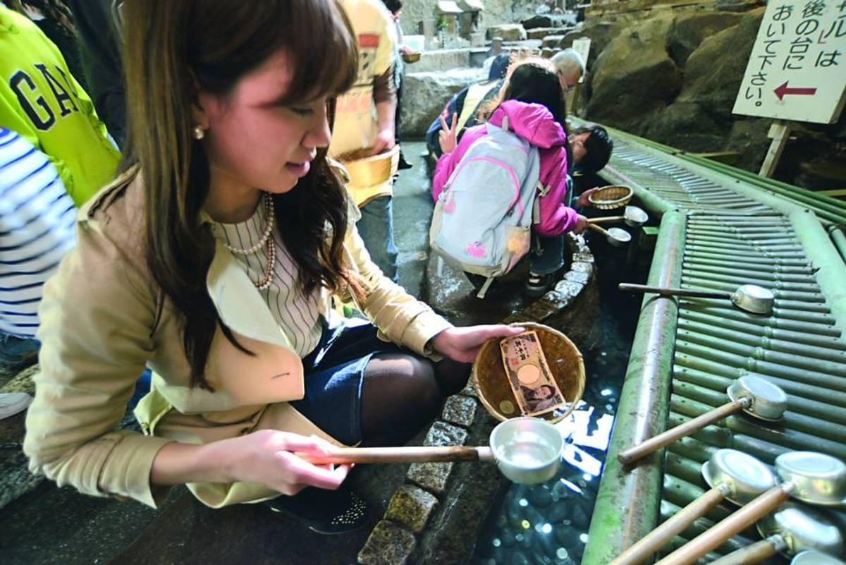 Wash your money with Zeniarai-mizu (銭洗水 money washing water) and make your money attract more money!