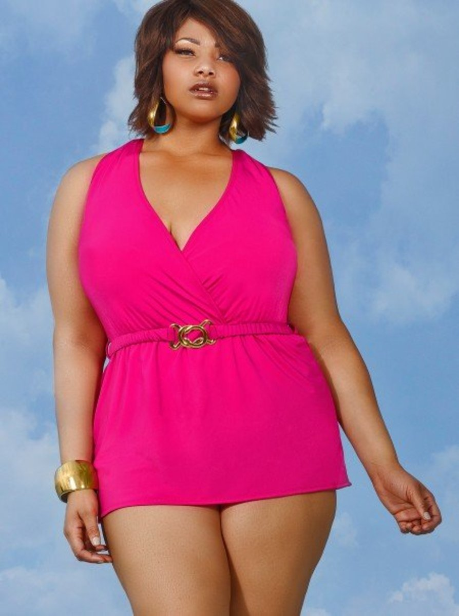 This halter plus size swim dress has sewn-in soft bra cups, power mesh lining throughout, and a detachable belt.