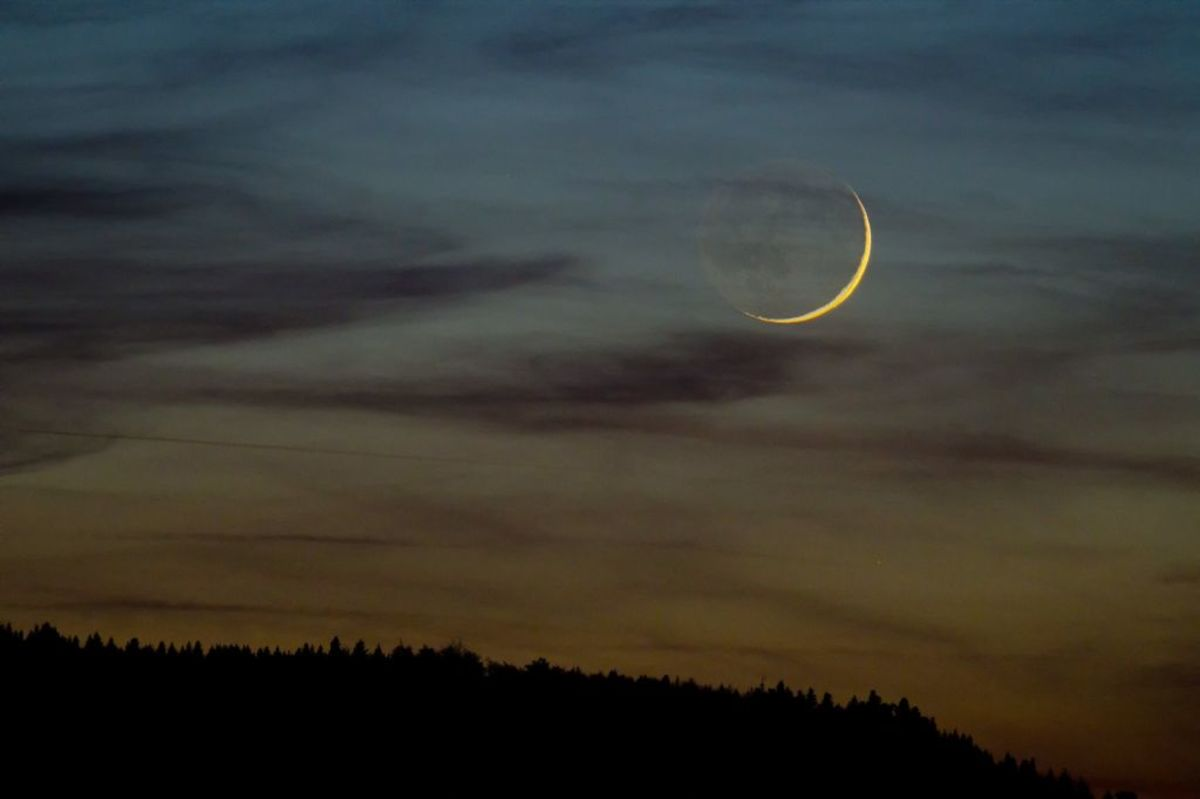 THe new moon is a time of renewal and new beginings.