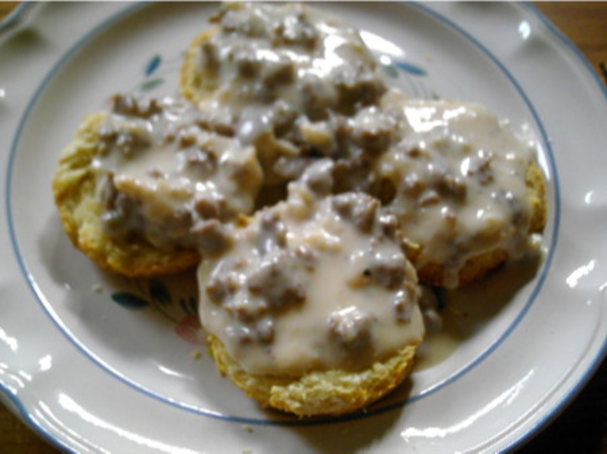 Simple But Yummy Biscuits and Gravy-Easy Recipe