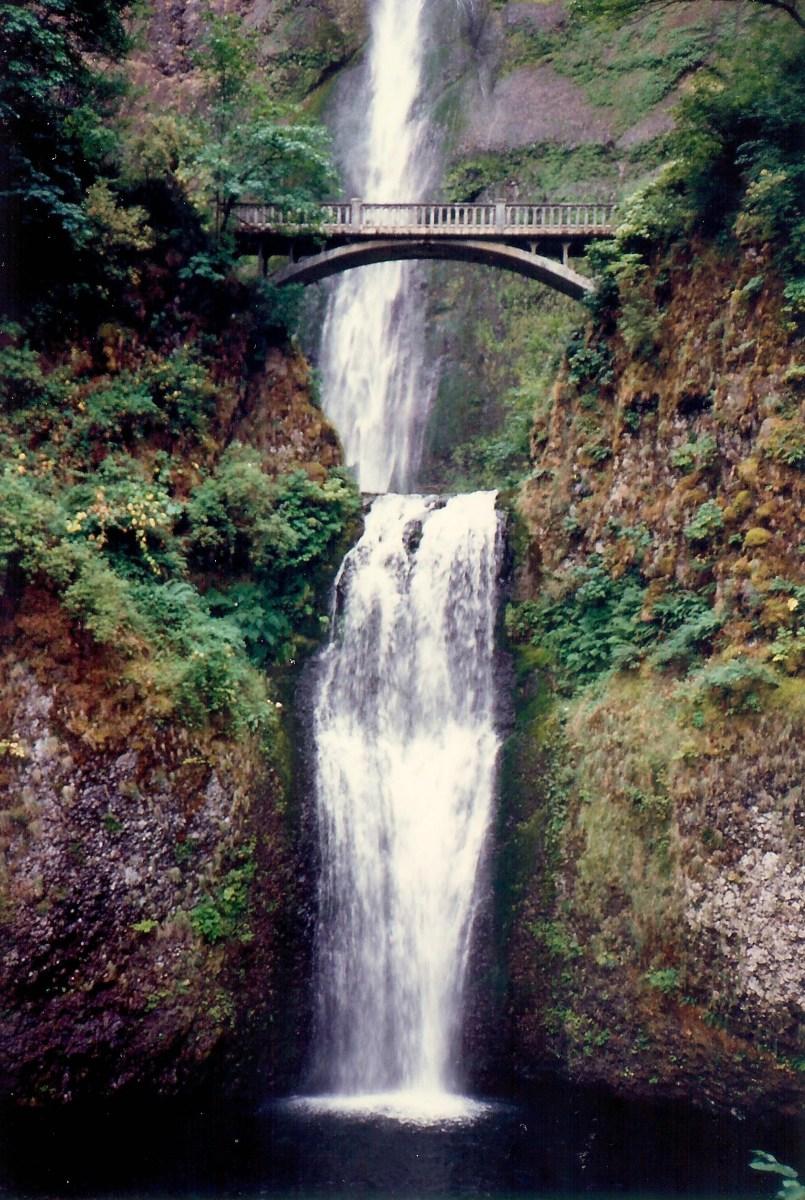 Multnomah Falls along the Oregon Columbia River Gorge