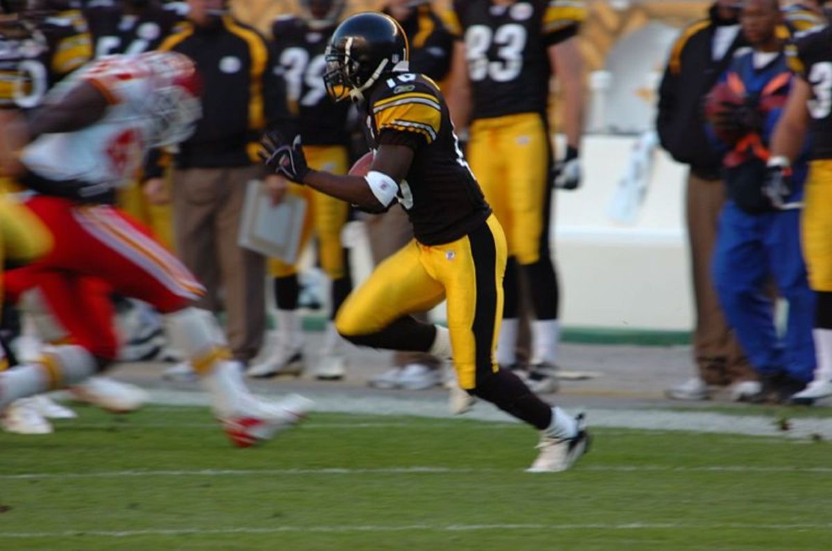 Santonio Holmes earned the Super Bowl XIII MVP Award.