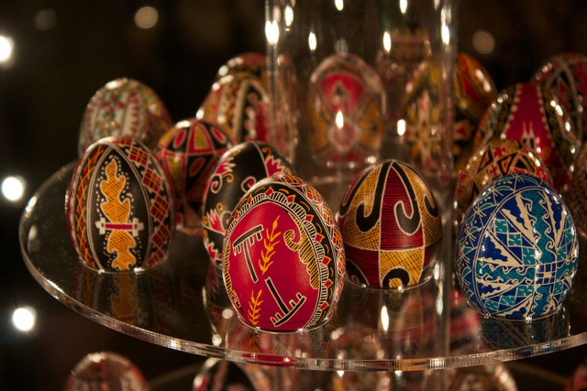Beautiful Romanian Easter Eggs.