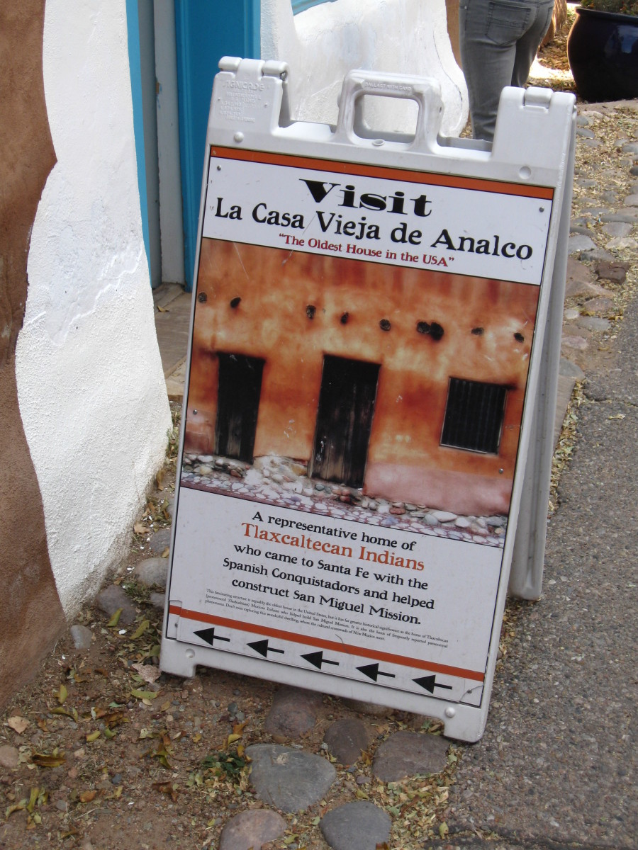 Sign at Entrance to Santa Fe's  Casa Vieja de Analco