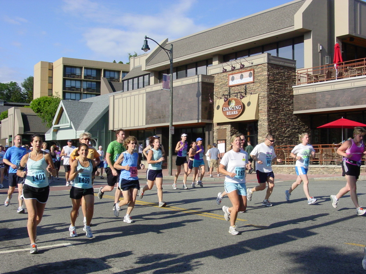 Runners make their way through Lake Placid