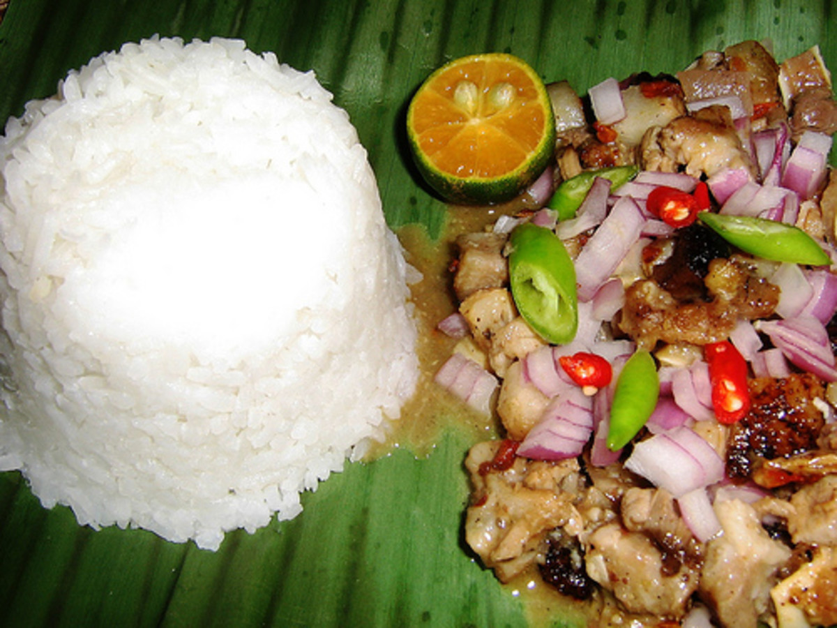 Spicy sisig served with steamed rice on banana leaf (photo courtesy by vintagetei from Flickr).