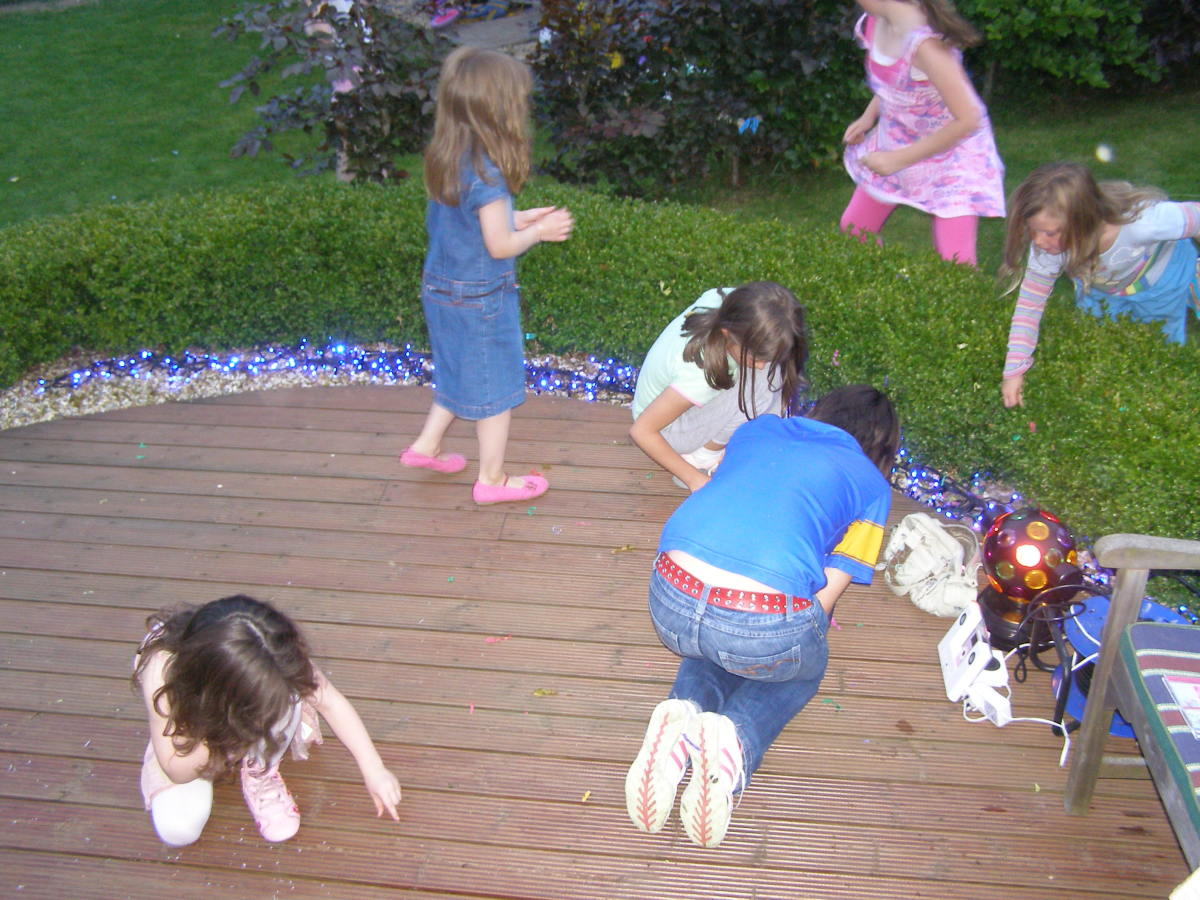 Ideas for Party Games for 10- to 14-Year-Olds