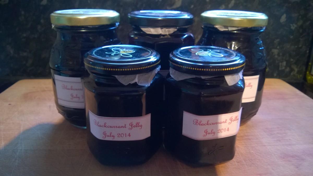 How to Make Blackcurrant Jam Using Fresh Blackcurrants