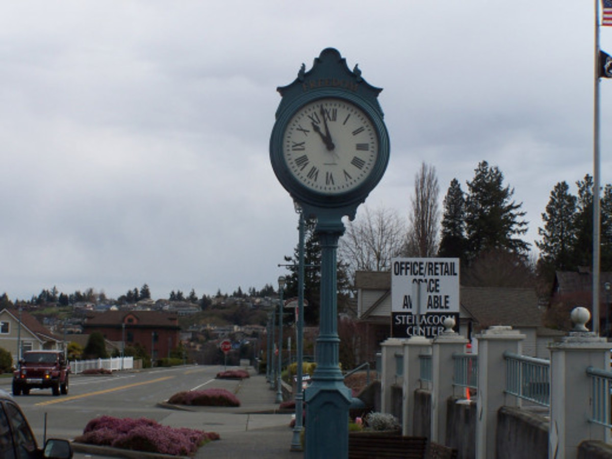 Street Clock Green...A Short Story in Response to Billybuc's Photo Challenge/Prompt #5