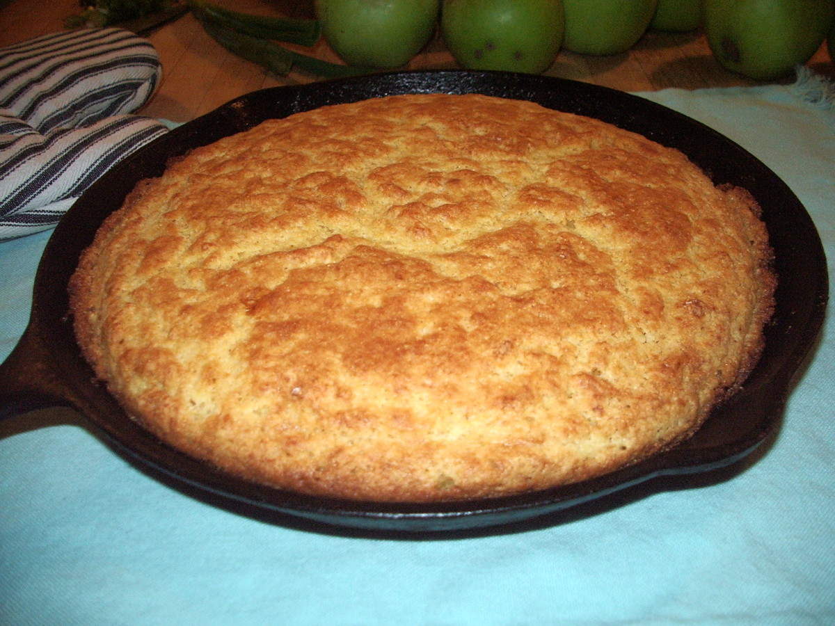 Fresh from the oven cornbread, still in the skillet.