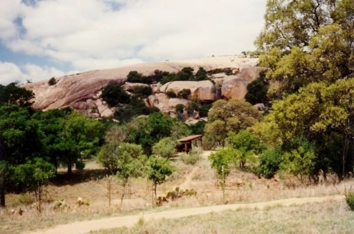 Enchanted Rock State Park in Texas: Gigantic Batholith and Nature Lovers' Paradise