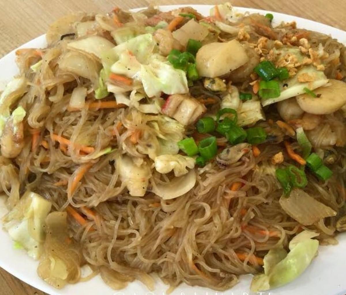 Filipino Pansit Bihon (Rice Noodle Recipe)
