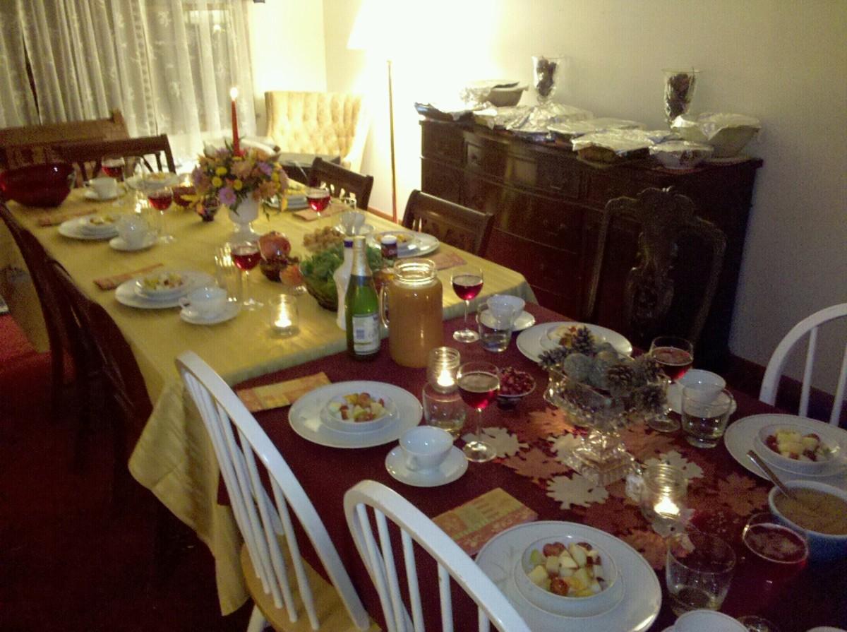 Thanksgiving Dinner Tables