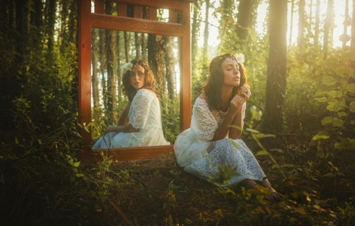 Mirror (her)
