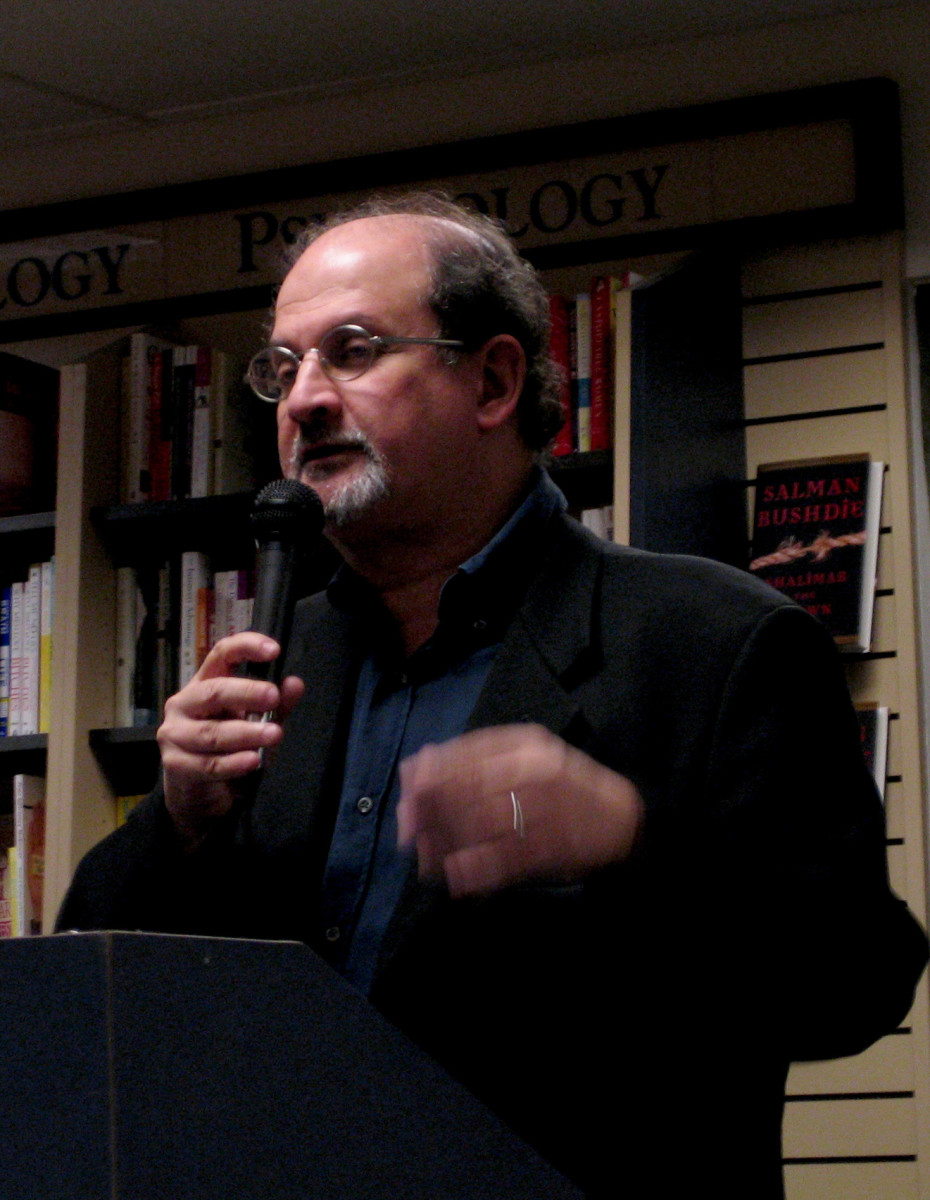 "Salman Rushdie presenting his book ""Shalimar the clown"" at Mountain View, USA, October 2005"