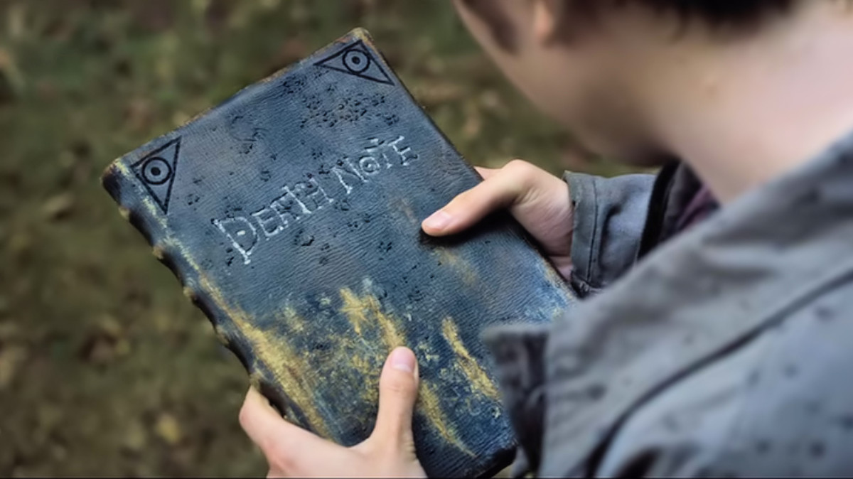 Light finds the Death Note in 'Death Note' (2017), a Netflix adaptation.