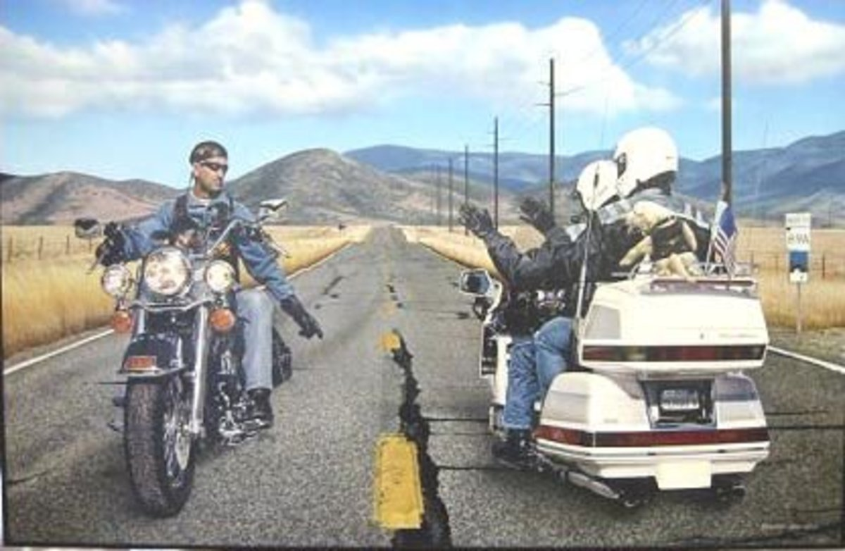 Motorcycle Etiquette: How Not to Wave Like a Dork.