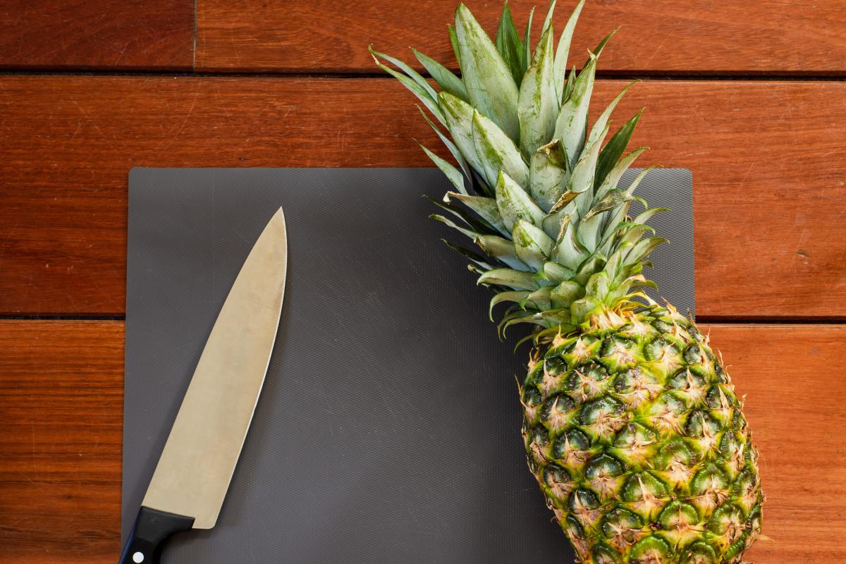 Learn how to get to the good stuff in the pineapple.