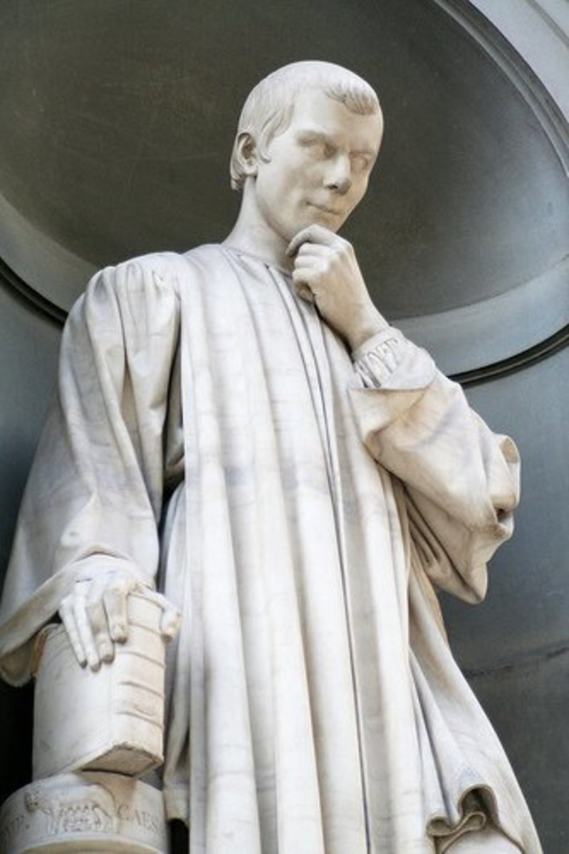 Statue of Niccolo Machiavelli in the arcade of Florence's Uffizi Museum