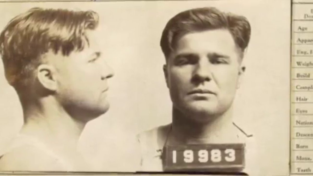 "Gangster Charles Arthur ""Pretty Boy"" Floyd: Modern Day Robin Hood or Notorious Killer?"