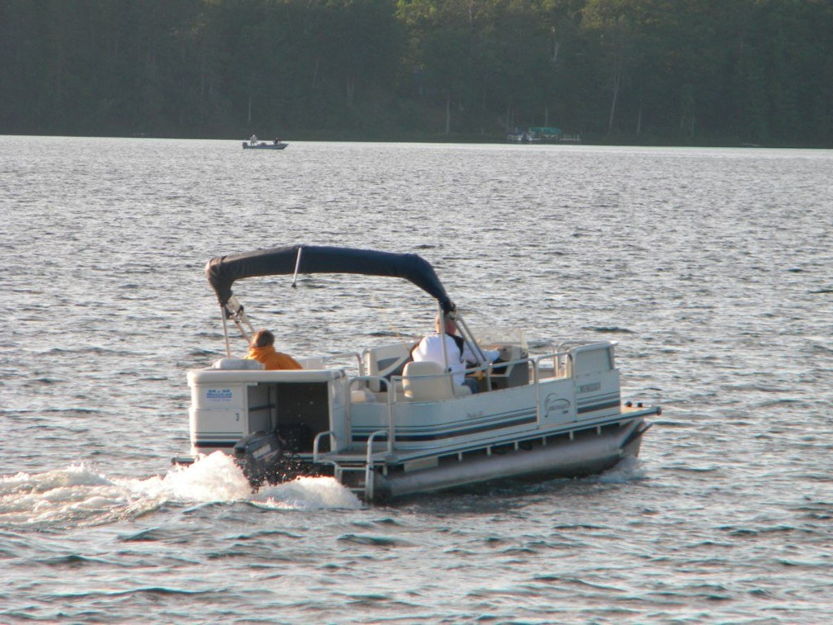 Picking the Perfect Pontoon Boat Propeller | SkyAboveUs