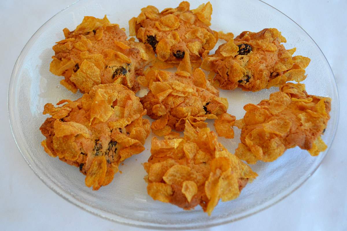 Corn Flake Biscuits, crunchy on the outside nice and soft on the inside flavored with juicy Sultanas.