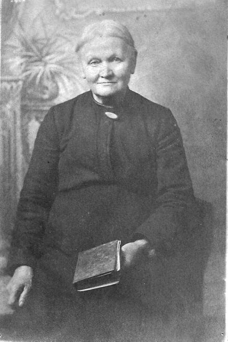 Dora Maguire was a young mother during the Irish War of Independence in  1921 in Dublin, Ireland