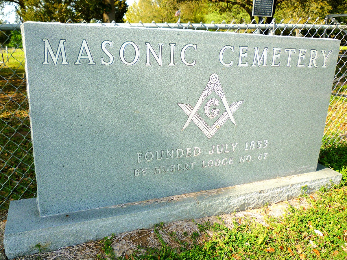 Sign at entrance to the historic cemetery