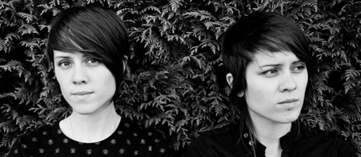 Tegan and Sara - how to tell the twins apart!