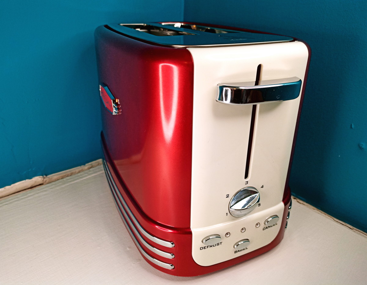 Review of the Nostalgia Retro 2-Slice Toaster