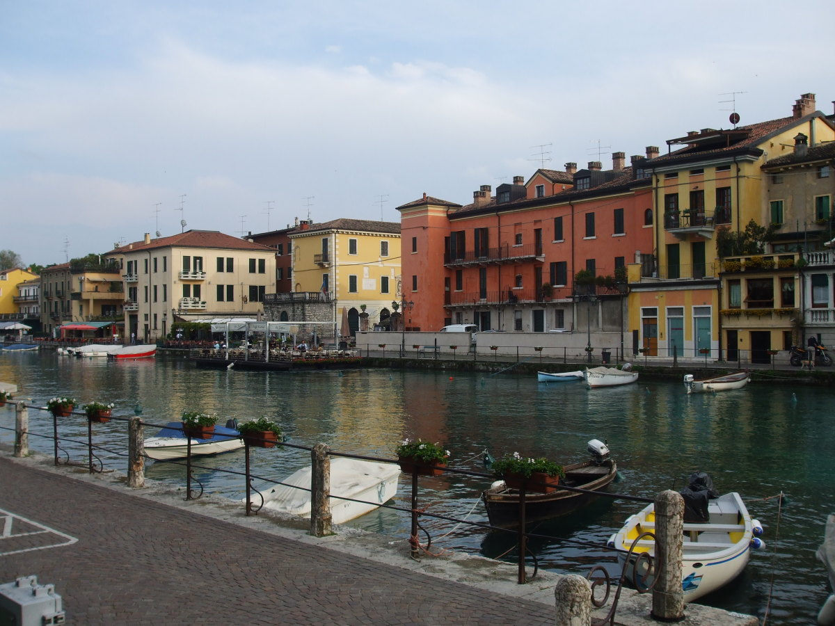 A Rough Guide to Lake Garda in Italy : Things to do in Peschiera del Garda