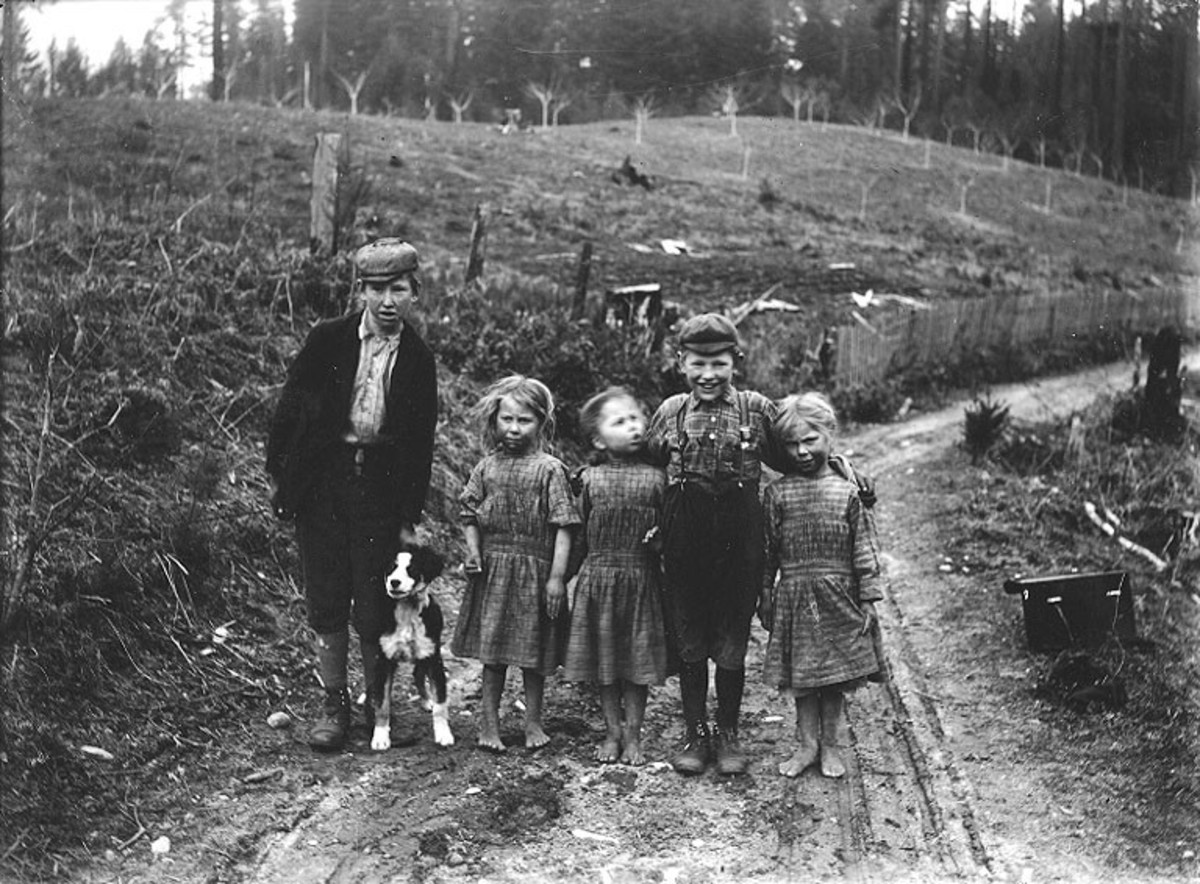 A group of children in Washington State around 1905.